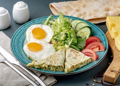 Сніданок з лавашем та сиром