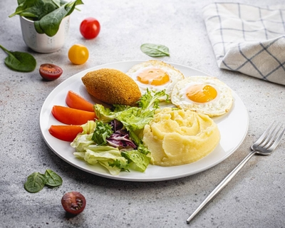 Сніданок київський з картопляним пюре по-домашньому