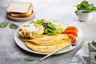 Сніданок з гратеном та яєчнею