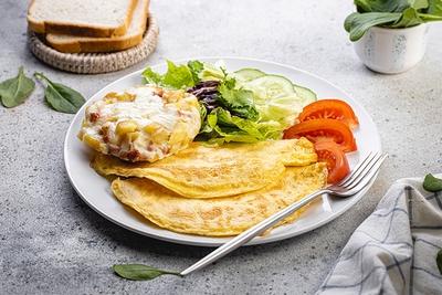 Сніданок з гратеном та омлетом