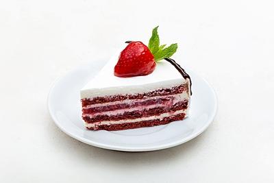 Торт полуничний оксамит