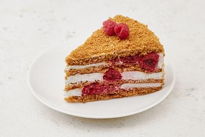 Торт медовик з малиною