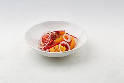 Салат із свіжих томатів