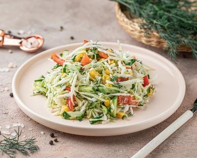 Салат з капусти та овочів